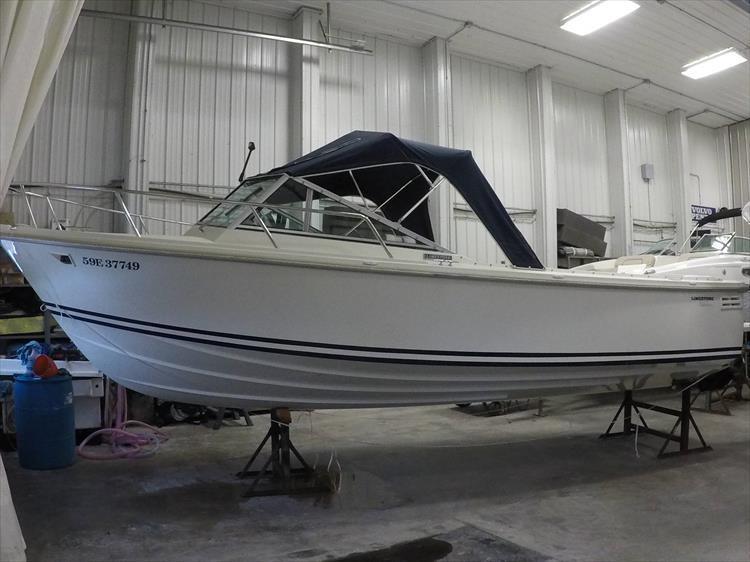 Photo 2 of 37 - 2003 Limestone 22 Closed Deck for sale