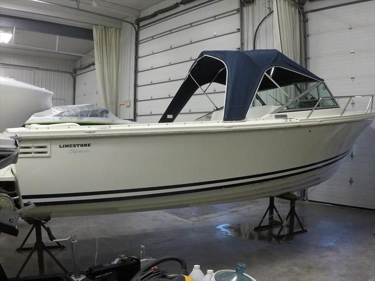 Photo 5 of 37 - 2003 Limestone 22 Closed Deck for sale