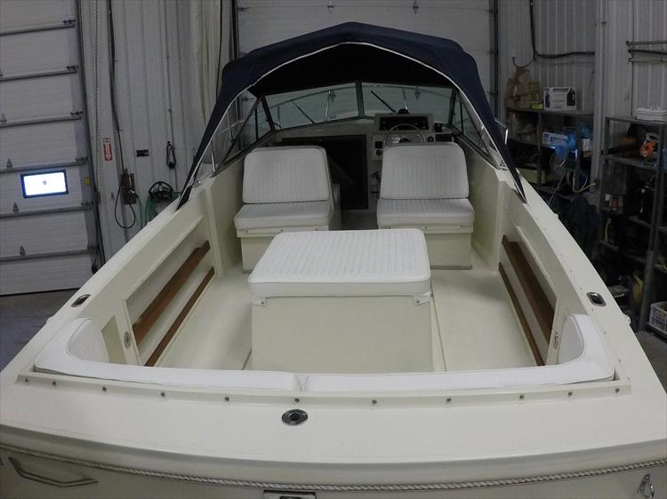 Photo 10 of 37 - 2003 Limestone 22 Closed Deck for sale