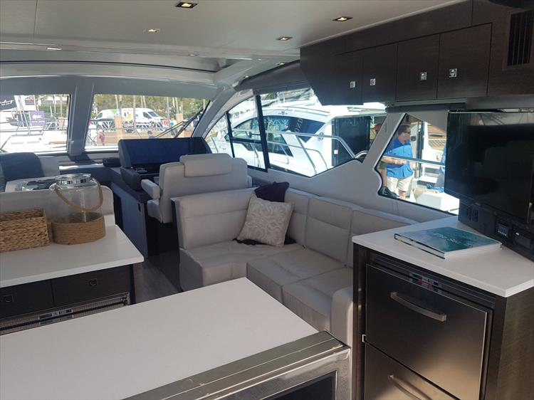 Photo 5 of 40 - 2019 Cruisers Yachts 50 Cantius for sale