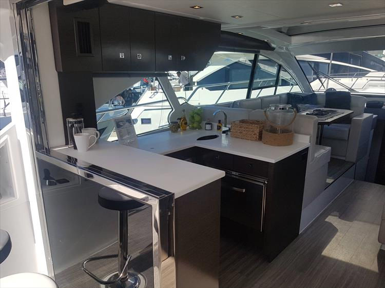 Photo 6 of 40 - 2019 Cruisers Yachts 50 Cantius for sale