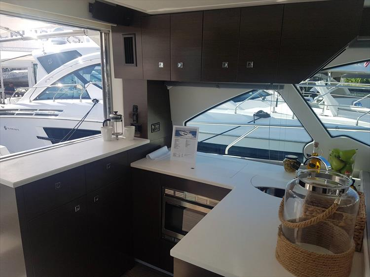 Photo 7 of 40 - 2019 Cruisers Yachts 50 Cantius for sale