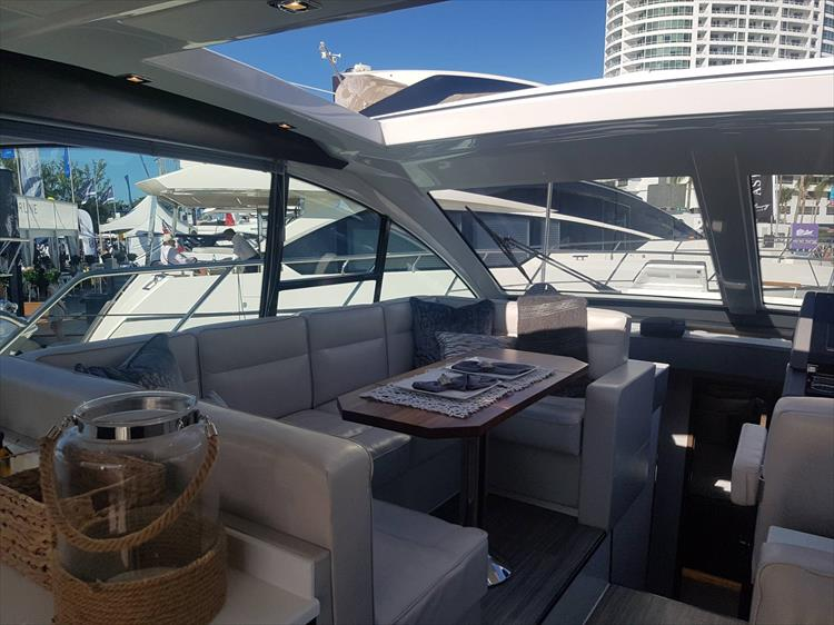 Photo 9 of 40 - 2019 Cruisers Yachts 50 Cantius for sale