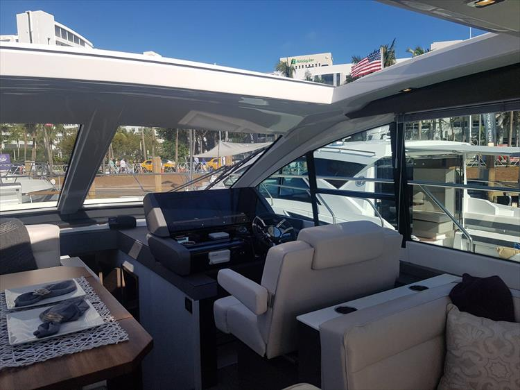 Photo 10 of 40 - 2019 Cruisers Yachts 50 Cantius for sale