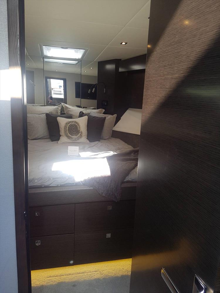 Photo 15 of 40 - 2019 Cruisers Yachts 50 Cantius for sale