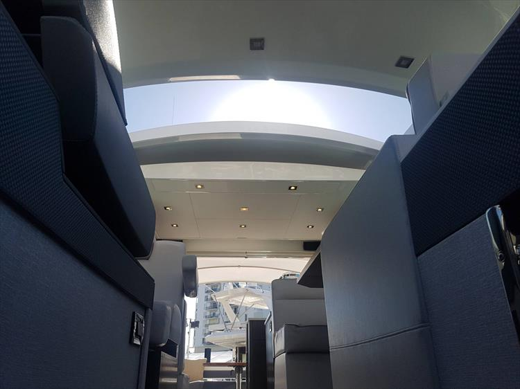 Photo 35 of 40 - 2019 Cruisers Yachts 50 Cantius for sale