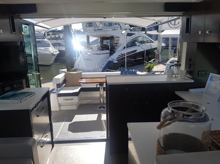 Photo 36 of 40 - 2019 Cruisers Yachts 50 Cantius for sale