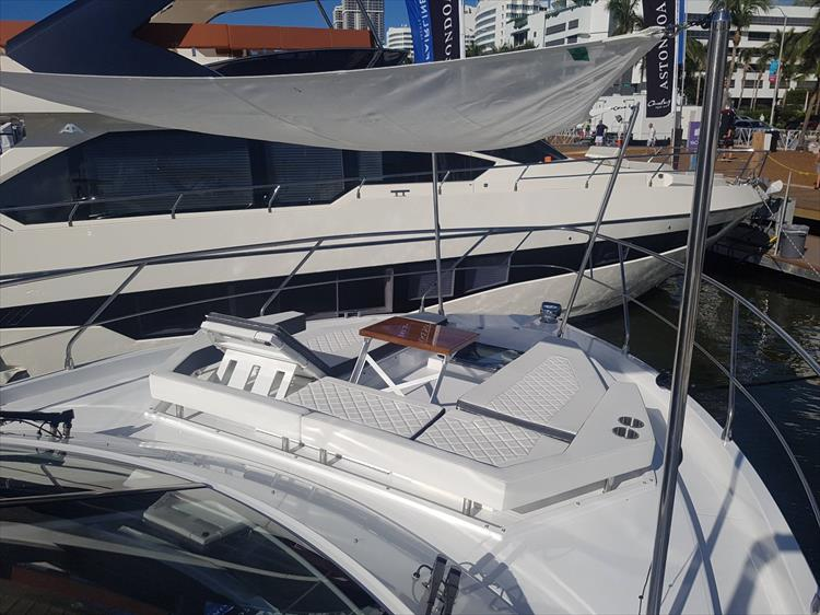 Photo 39 of 40 - 2019 Cruisers Yachts 50 Cantius for sale