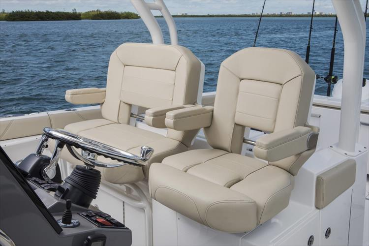 Photo 15 of 34 - 2019 Pursuit S 328 for sale