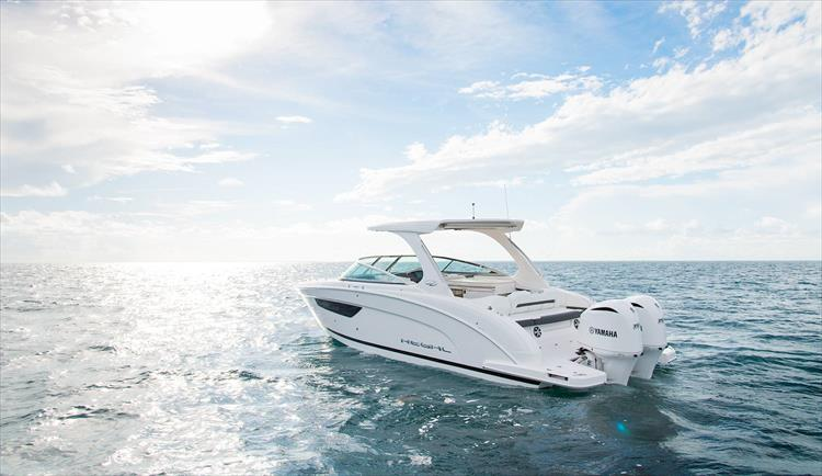 Photo 8 of 37 - 2019 Regal 33 OBX for sale