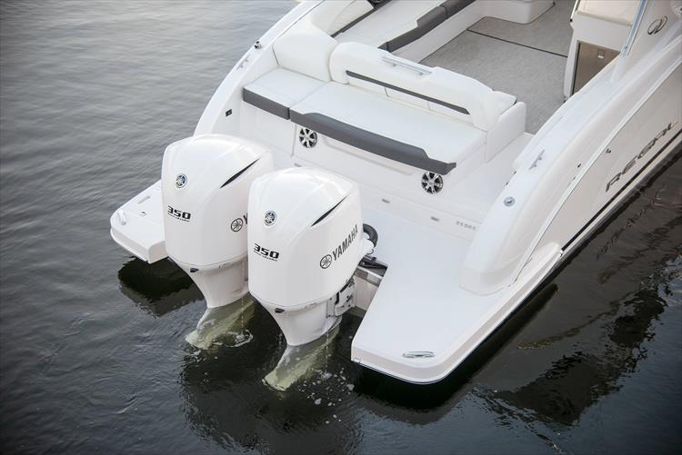Photo 12 of 37 - 2019 Regal 33 OBX for sale
