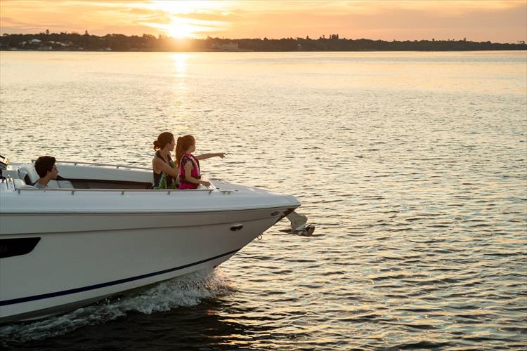 Photo 15 of 37 - 2019 Regal 33 OBX for sale
