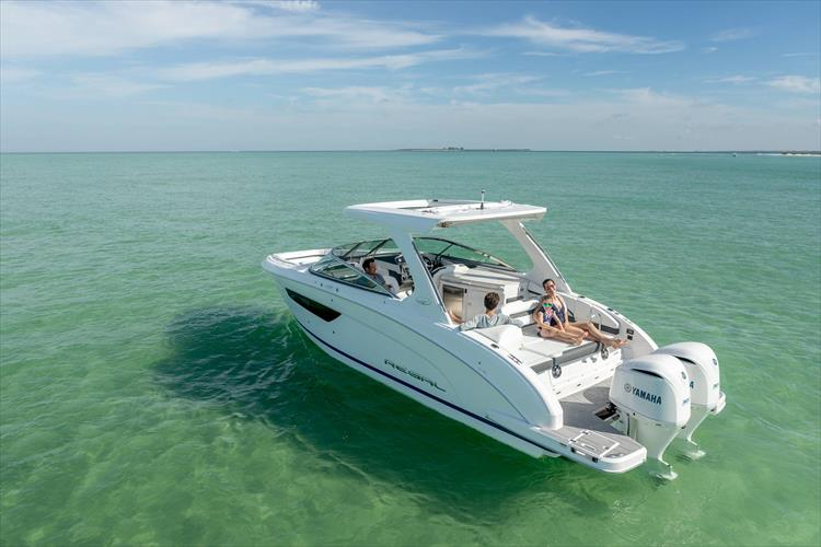Photo 5 of 37 - 2019 Regal 33 OBX for sale