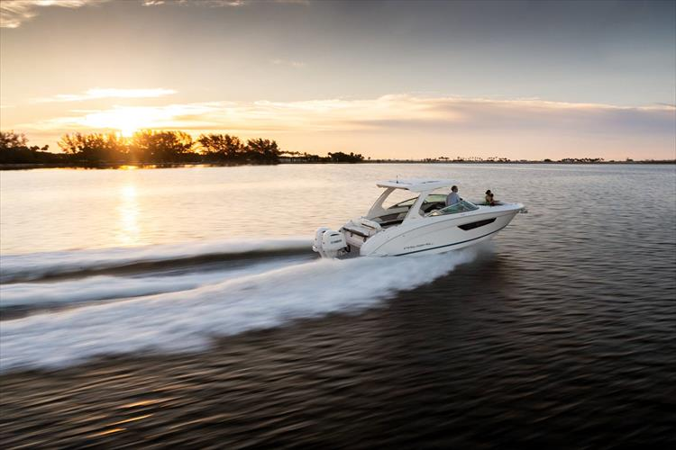 Photo 4 of 37 - 2019 Regal 33 OBX for sale