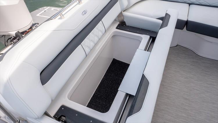 Photo 20 of 37 - 2019 Regal 33 OBX for sale