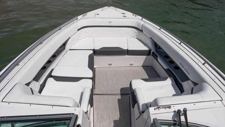 Photo 28 of 37 - 2019 Regal 33 OBX for sale