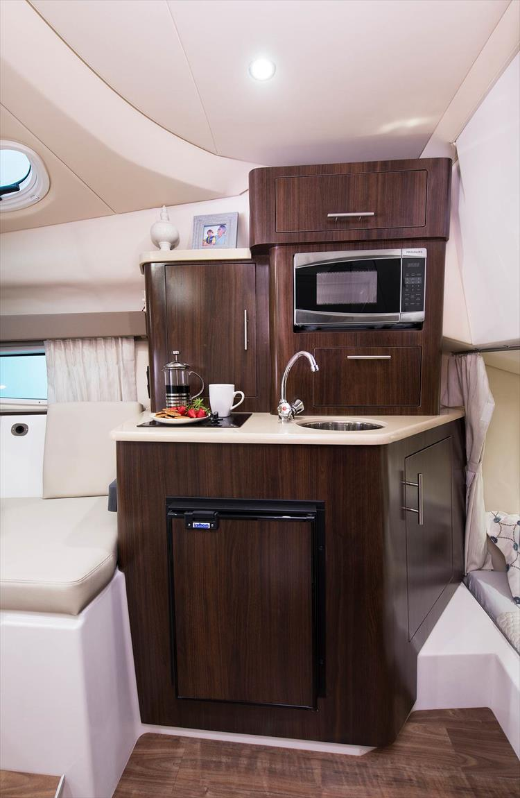Photo 19 of 21 - 2019 Regal 28 Express for sale