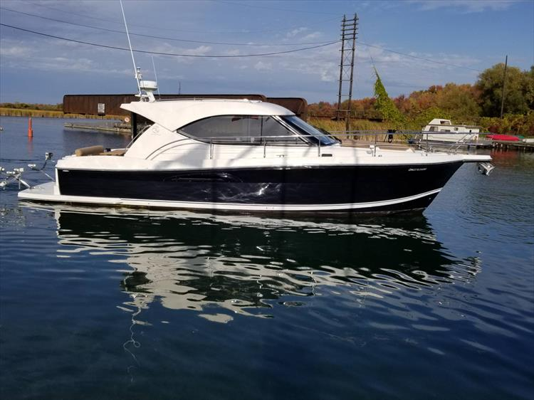 Photo 9 of 123 - 2008 Riviera 3600 SPORT YACHT for sale