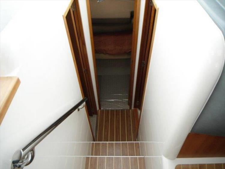 Photo 86 of 123 - 2008 Riviera 3600 SPORT YACHT for sale