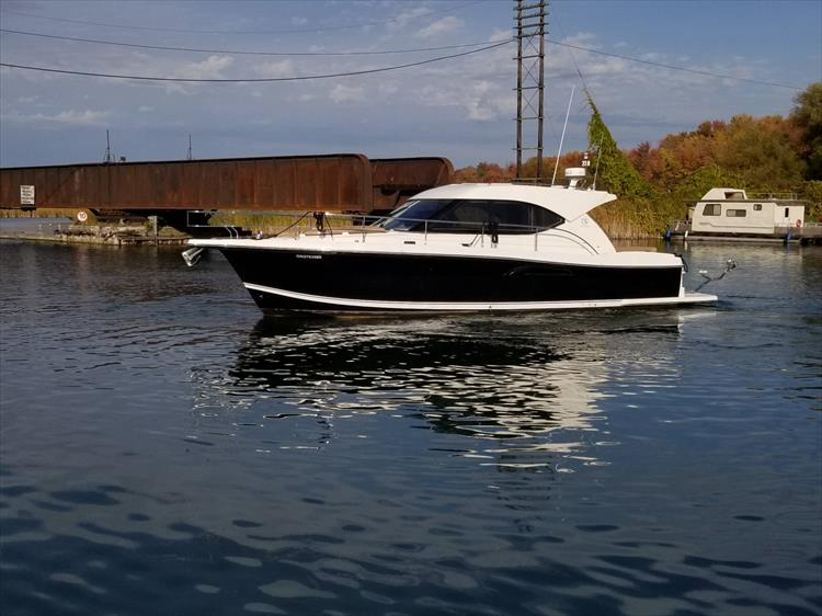 Photo 10 of 123 - 2008 Riviera 3600 SPORT YACHT for sale