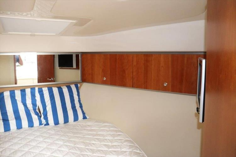 Photo 93 of 123 - 2008 Riviera 3600 SPORT YACHT for sale