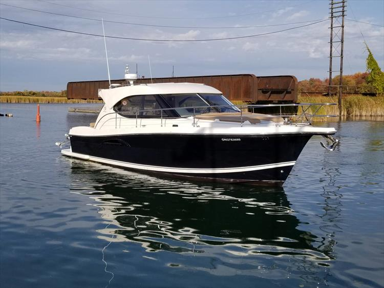 Photo 13 of 123 - 2008 Riviera 3600 SPORT YACHT for sale