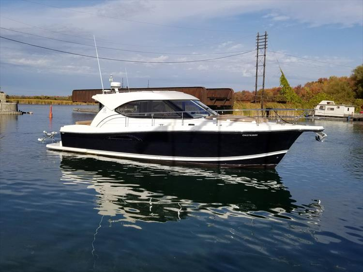 Photo 14 of 123 - 2008 Riviera 3600 SPORT YACHT for sale