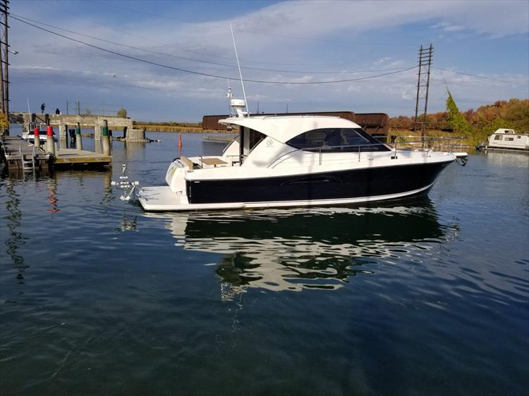 Photo 15 of 123 - 2008 Riviera 3600 SPORT YACHT for sale