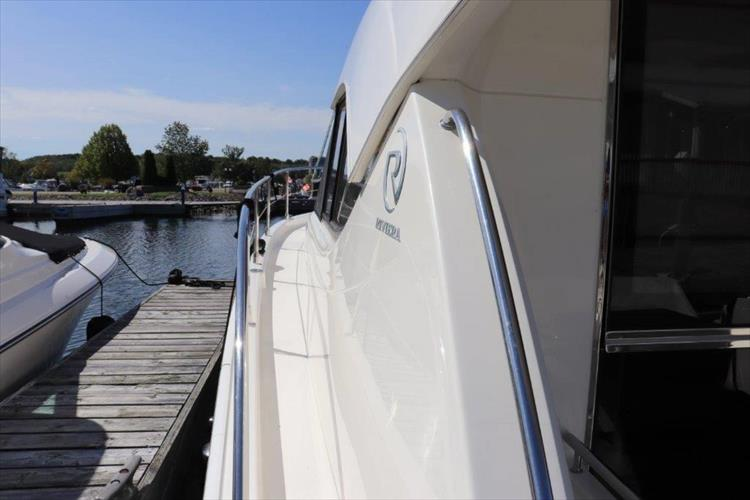 Photo 21 of 123 - 2008 Riviera 3600 SPORT YACHT for sale
