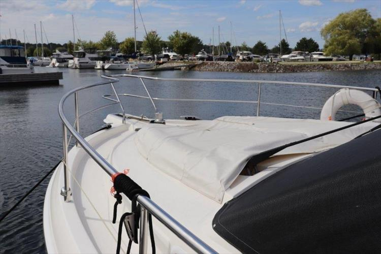 Photo 26 of 123 - 2008 Riviera 3600 SPORT YACHT for sale
