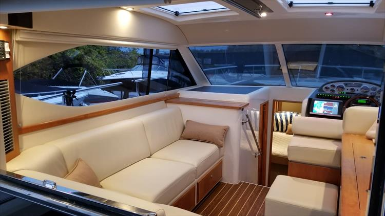 Photo 43 of 123 - 2008 Riviera 3600 SPORT YACHT for sale