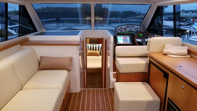 Photo 44 of 123 - 2008 Riviera 3600 SPORT YACHT for sale