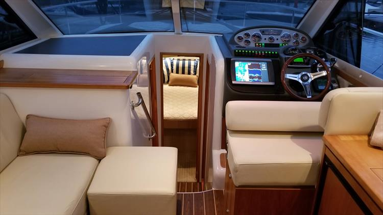 Photo 45 of 123 - 2008 Riviera 3600 SPORT YACHT for sale