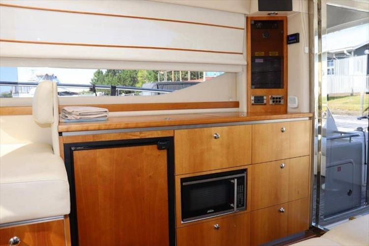 Photo 53 of 123 - 2008 Riviera 3600 SPORT YACHT for sale