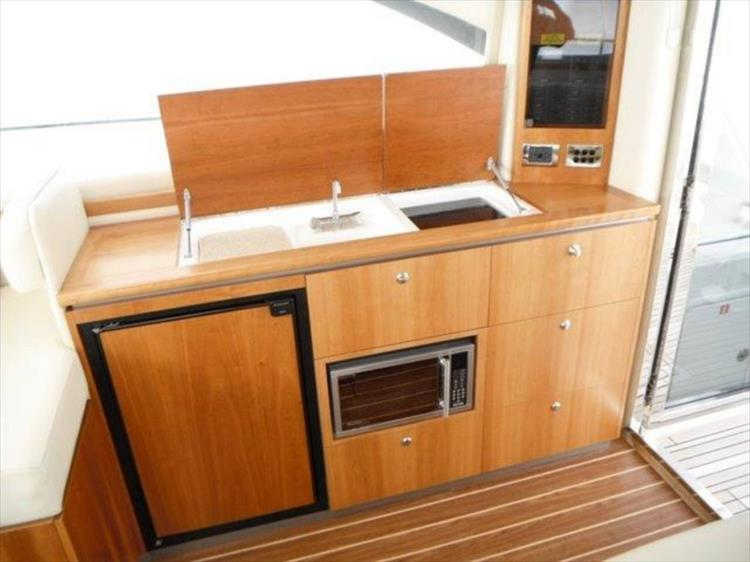 Photo 55 of 123 - 2008 Riviera 3600 SPORT YACHT for sale