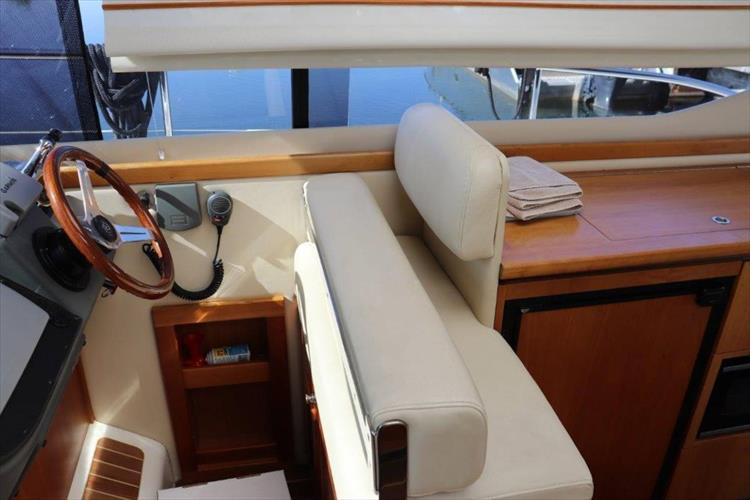 Photo 63 of 123 - 2008 Riviera 3600 SPORT YACHT for sale