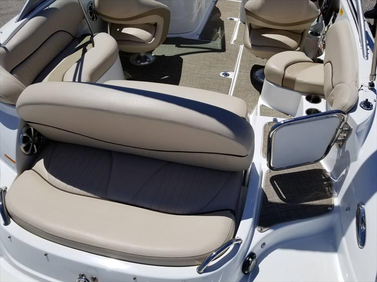 Photo 13 of 38 - 2013 Cruisers Yachts 238 Bowrider for sale