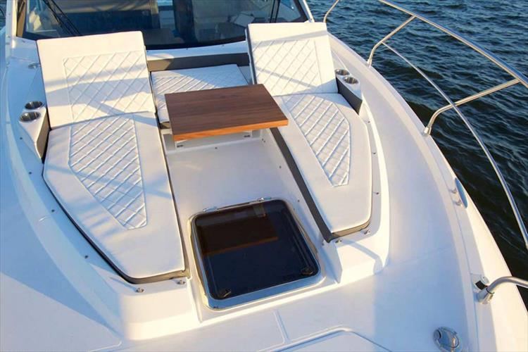 Photo 13 of 30 - 2020 Cruisers Yachts 42 Cantius for sale
