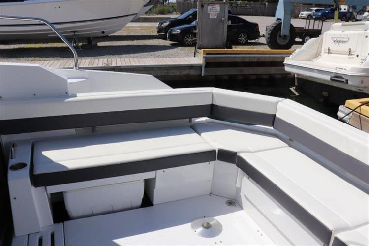 Photo 27 of 76 - 2020 Cruisers Yachts 42 Cantius for sale