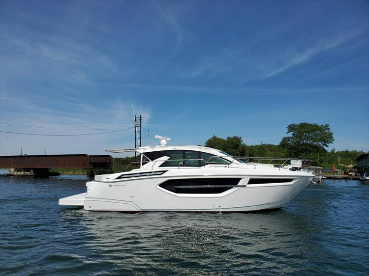 Photo 3 of 76 - 2020 Cruisers Yachts 42 Cantius for sale
