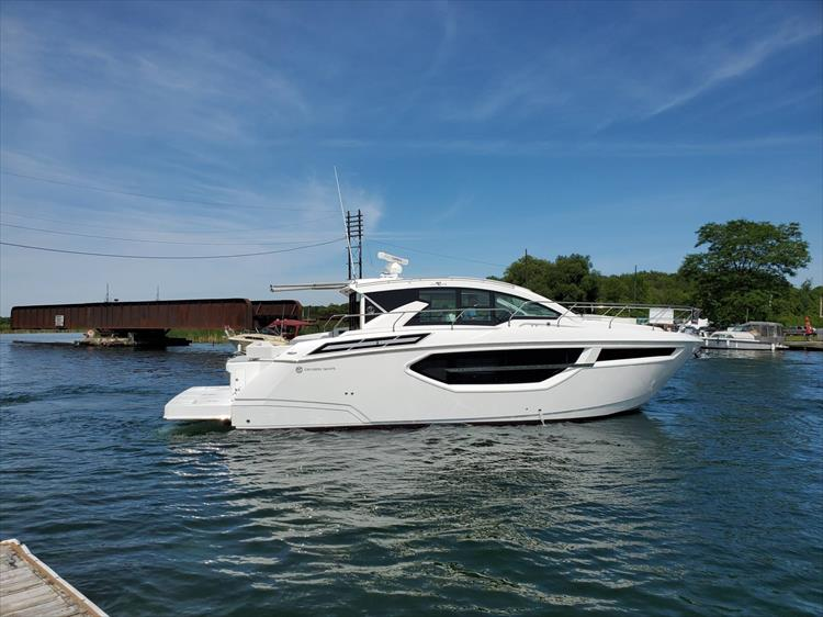 Photo 4 of 76 - 2020 Cruisers Yachts 42 Cantius for sale