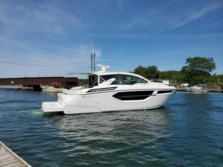 Photo 5 of 76 - 2020 Cruisers Yachts 42 Cantius for sale