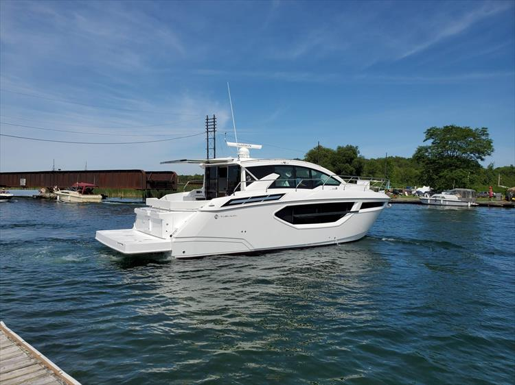 Photo 6 of 76 - 2020 Cruisers Yachts 42 Cantius for sale