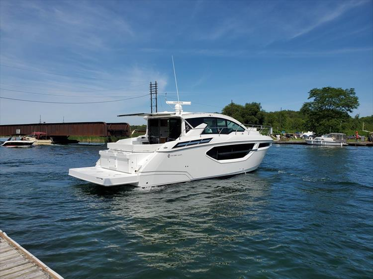 Photo 7 of 76 - 2020 Cruisers Yachts 42 Cantius for sale