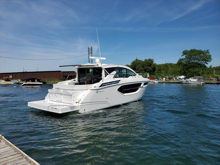 Photo 8 of 76 - 2020 Cruisers Yachts 42 Cantius for sale