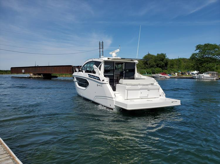 Photo 14 of 76 - 2020 Cruisers Yachts 42 Cantius for sale