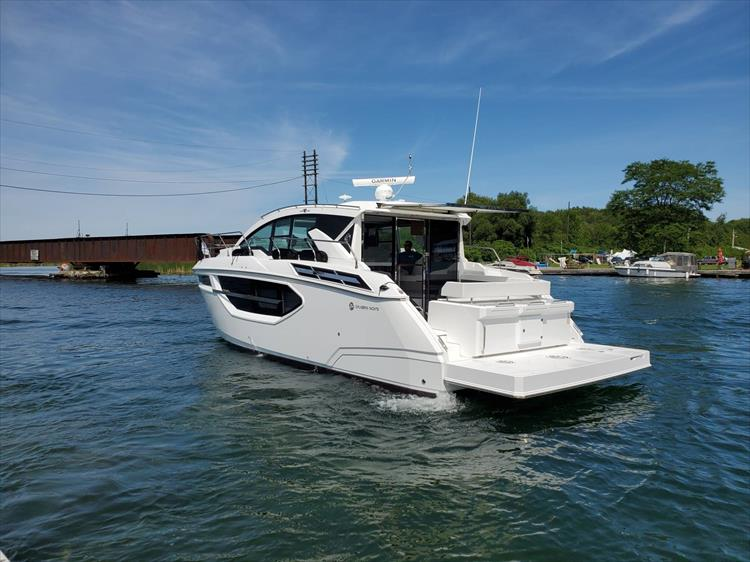 Photo 15 of 76 - 2020 Cruisers Yachts 42 Cantius for sale
