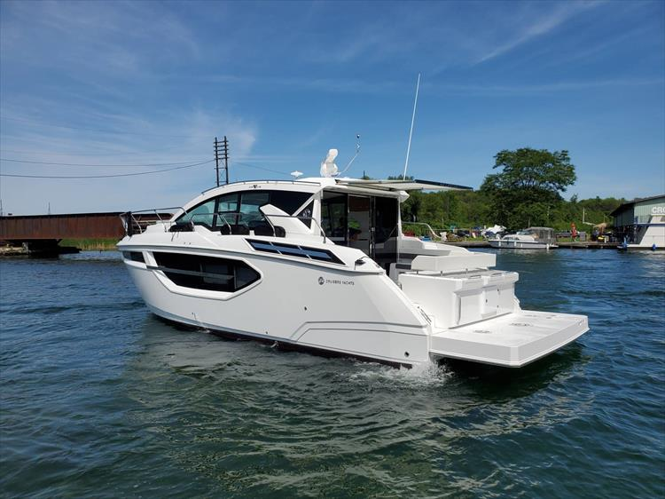 Photo 16 of 76 - 2020 Cruisers Yachts 42 Cantius for sale