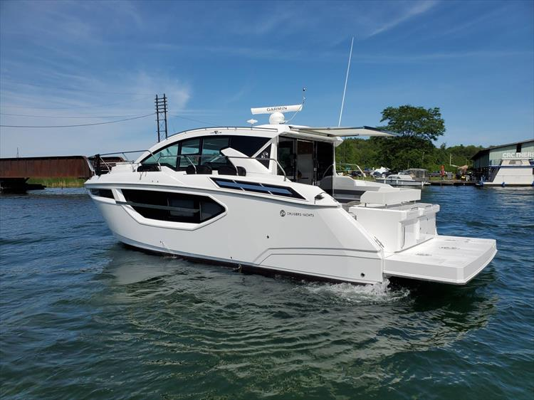 Photo 17 of 76 - 2020 Cruisers Yachts 42 Cantius for sale