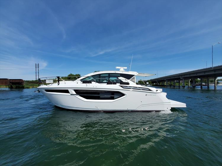 Photo 18 of 76 - 2020 Cruisers Yachts 42 Cantius for sale